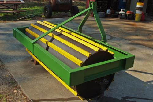 University of Florida roller crimper. Roller crimpers terminate the crop by crimping the stems, thus interrupting the flow of nutrients and water through the plant. This system allows the plant residue to remain on the soil surface.